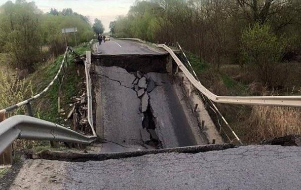 Укрзализныця продлила маршрут поезда из-за обвала моста на Львовщине
