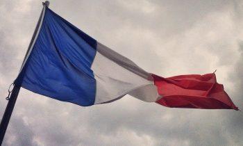 Опрос: большинство французов согласны с тем, что страна скатывается к гражданской войне