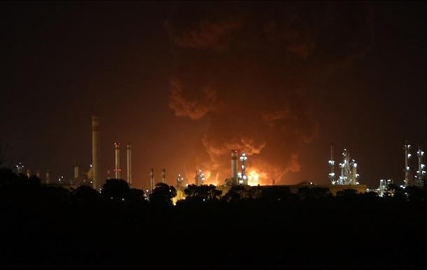 Пожар на НПЗ в Иране: огонь взяли под контроль