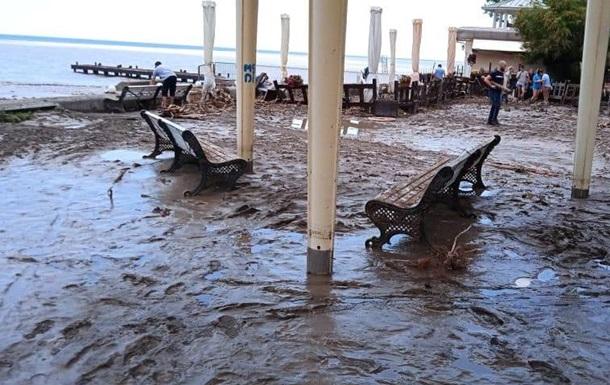 В Ялте при наводнении пострадали 40 человек