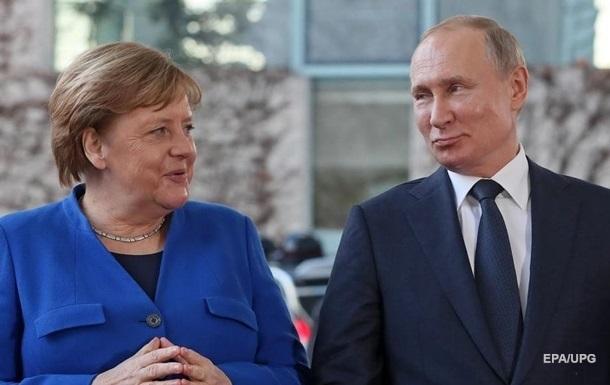 Путин попросил Меркель надавить на Киев