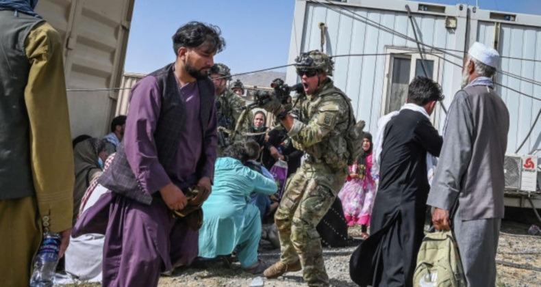 Америка терпит унижение в Афганистане не потому, что отступила слишком быстро, а потому что оставалась слишком долго