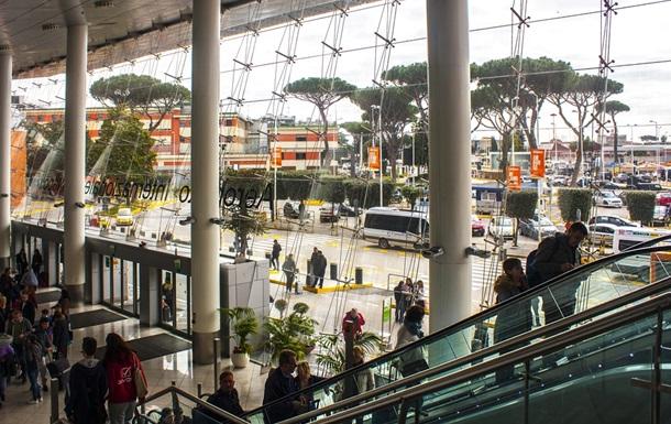 В аэропорту в Италии умерла украинка